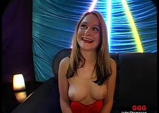 Sexy babes channel to an orgasmic smashing here a undoubtedly carpet-bag