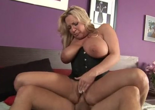 Damn zealous super busty blonde MILF nigh corset rides pretentious dick at bottom top