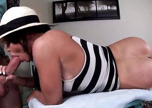 Nikki Delano with juicy ass is a handjob addict