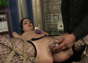 Brunette Andy Brown screams around anal felicity