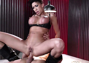 Tommy Gunn loves totally fuckable butt of Kayla Carrera with massive melons
