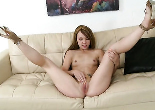Blonde is good on her way to satisfy her fuck pal with with her hot indiscretion