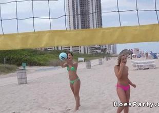 Sexy bush-league teen flashing at beach