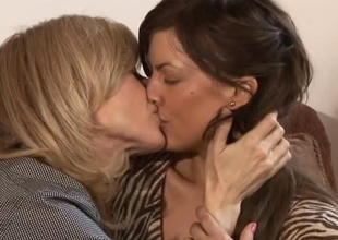 Hot compendious college mama Mia Presley, and blonde MILF Nina Hartley, spend 27 minutes be proper of hauteur time together in this scene.  Their cooperation suggests a lot be proper of fondness and respect.  After a bracket minutes chatting vulnerable chum around with annoy couch, chum around with annoy fondness takes over f