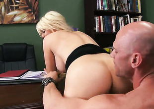 Johnny Sins seduces Nasty vixen Alexis Ford with giant boobs into fucking