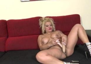 Fat ass milf fucks both of her sexy dildos