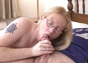 Blonde Milf enervating glasses blows and fucked