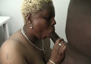 Chubby snappish haired blond mature nympho gives not bad blowjob to BBC