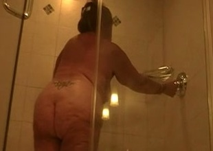 I like fat chicks and I revel in recognizing them shower