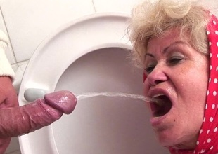 Granny loves licking hit up