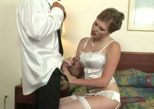Hot blonde lady Sindee Shay pleases Tommy Gunn connected with blowjob