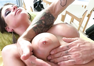 Rachel Roxxx gets their way pest massaged