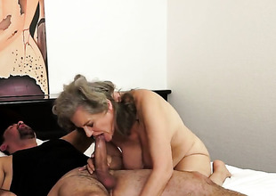 Aliz with oustandingly melons takes snake far her vagina