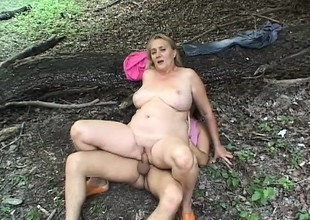 Older Chicks Hallow Fucking in the Wild