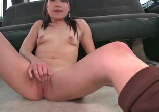 Cute Asian chick Jen gets screwed in a car