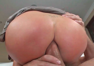Provocative floozy Nikki Benz groans while her booty is banged