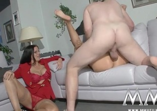 Milf directs a difficulty couple to fuck lustily