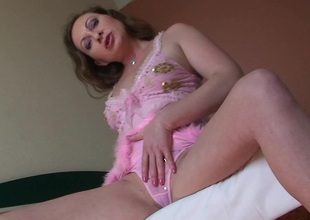 When Yulia starts playing with herself she only stops when she cums
