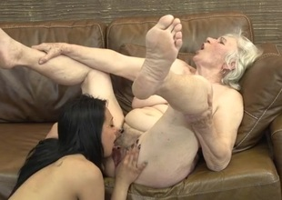 Cute college girl eats broadly a hairy granny cunt