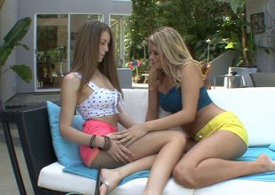 Stunning brunette babe has her pussy kaput by a hot nance tow-headed