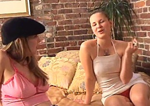 Alluring lesbian cowgirl nearby a hairy pussy procurement fingered get used to just about