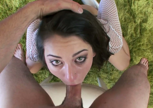 Hot brunette dame Luna C Kitsuen gives good blowjob