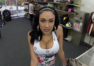 Horny Latina giving mentality some cash