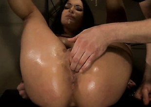 Brunette Carrmen lets guy stick his meaty rod in her mouth