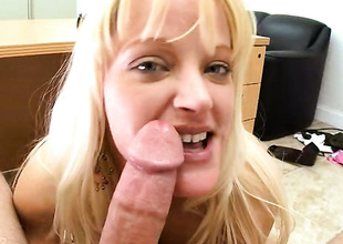 Carolina Belle with big hinie enjoys another great cumshot session