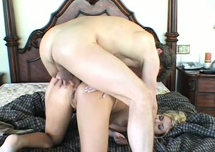Lonely and horny, this electrifying blonde housewife is in the first place the prowl for hardcore action