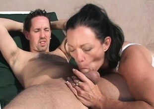 Gorgeous MILF Jessica Cummings gets fucked hard exposed to a effulgently day