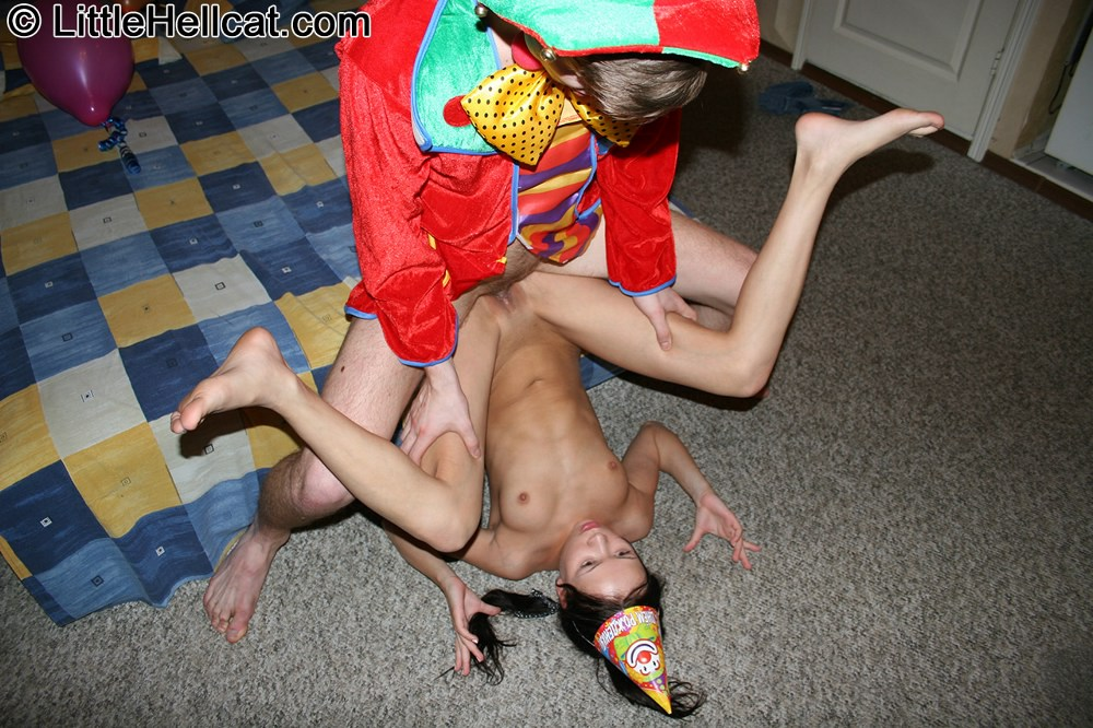 Порно клоун на дне рождения